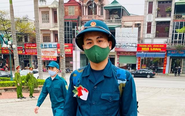 Tân binh Nguyễn Viết Nhân (23 tuổi, trú tại xã Thủy An. TX Đông Triều)