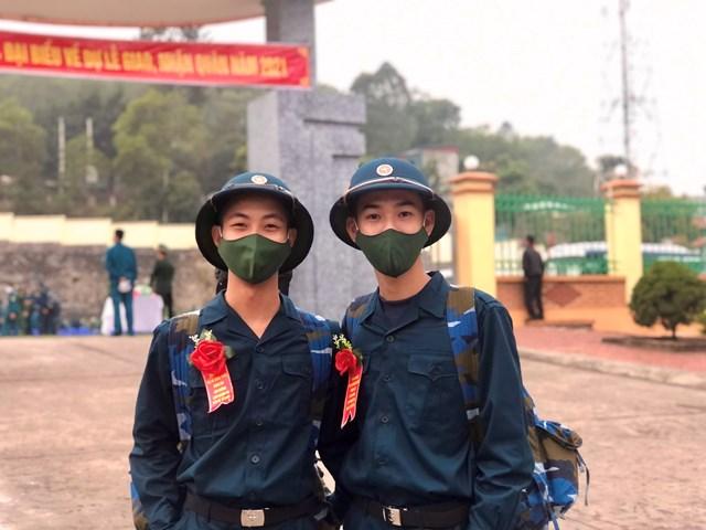 Đôi bạn tân binh Nguyễn Thái Bảo và Vũ Minh Diệu ( trú xã Việt Dân, TX Đông Triều)