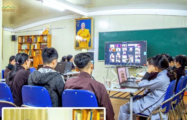 các phật tử chùa BV họp bàn trực tuyến việc