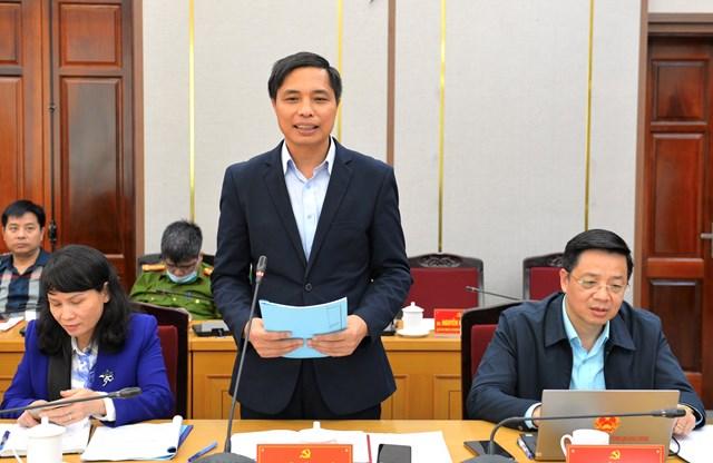 Ông Vũ Văn Diện, Bí thư Thành ủy Hạ Long báo cáo, làm rõ thêm một số nội dung triển khai công tác bầu cử trên địa bàn thành phố Hạ Long.