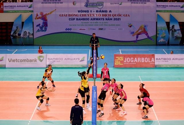 Đội bóng chuyền nữ Than Quảng Ninh ra quân thắng Vietinbank với tỷ số 3-0.