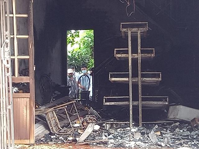 Hiện trường vụ cháy khiến hai vợ chồng thiệt mạng.