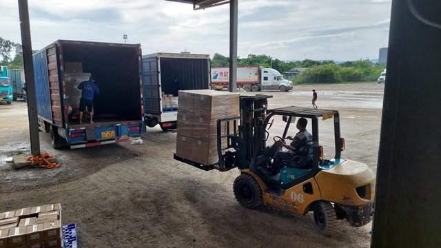 Vận chuyển hàng xuất khẩu qua điểm xuất hàng Km3+4 thành phố Móng Cái.