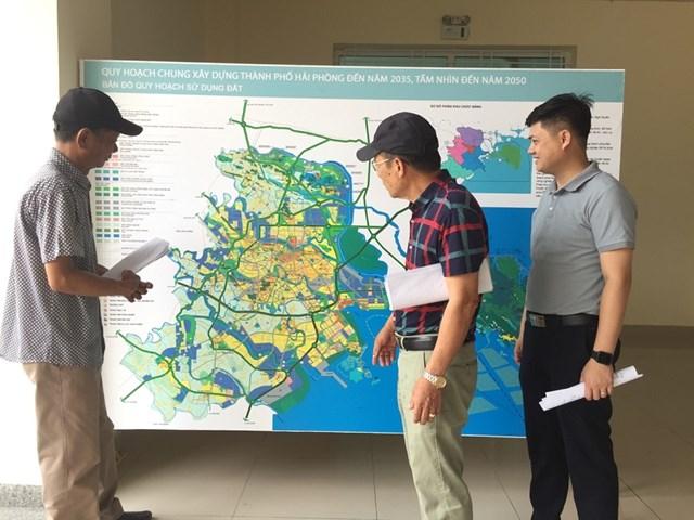 Người dân quan tâm quy hoạch chung Hải Phòng đang được thành phố thực hiện điều chỉnh.