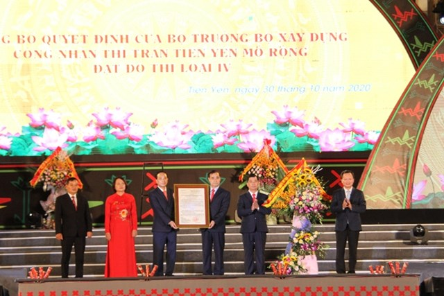Huyện Tiên Yên vinh dự đón nhận Quyết định của Bộ trưởng Xây dựng công nhận thị trấn Tiên Yên mở rộng đạt tiêu chí đô thị loại IV.