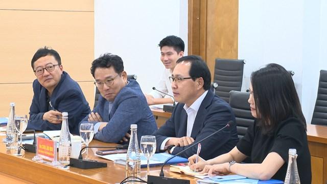 Ông Choi Joo Hoo, Tổng giám đốc Tổ hợp Samsung Việt Nam phát biểu tại buổi làm việc.