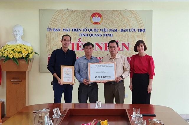 Ngày 29/12, Công ty CP Vận tải thủy - Vinacomin chuyển tiền ủng hộ đồng bào miền Trung về Ủy ban MTTQ tỉnh Quảng Ninh