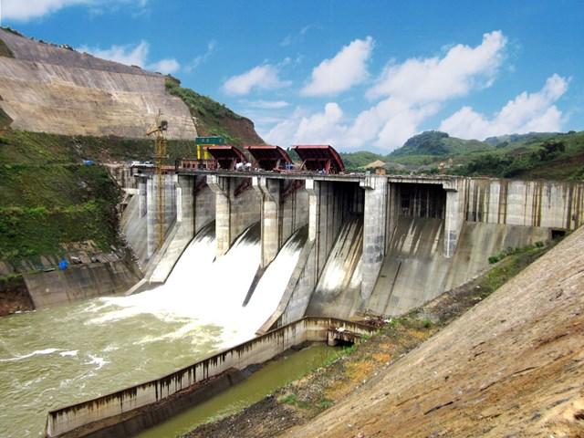 Đập dâng công trình thủy điện A Lưới. Ảnh: Văn Thắng.