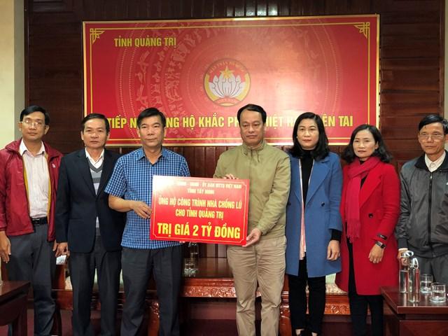 Tỉnh Tây Ninh ủng hộ người dân Quảng Trị 2 tỷ đồng xây nhà chống lũ.