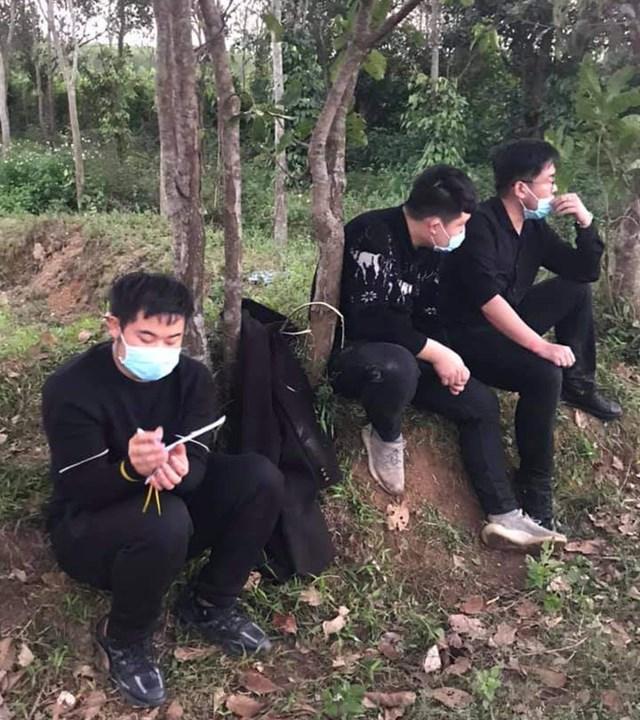Nhóm người Trung Quốc nhập cảnh trái phép bị lực lượng chức năng tỉnh Quảng Trị bắt giữ và đưa đi cách ly tập trung.