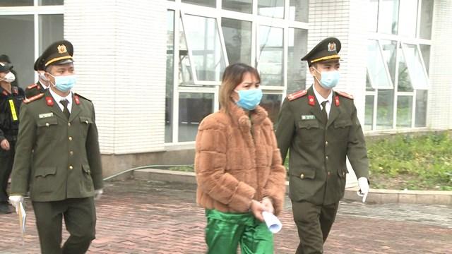 Đối tượng Phan Thị Chuân vừa bị lực lượng công an bắt giữ.
