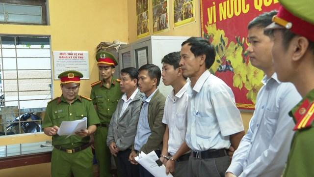 Cơ quan Công an tỉnh Thừa Thiên - Huế đọc lệnh bắt giữ các đối tượng liên quan đến vụ án.