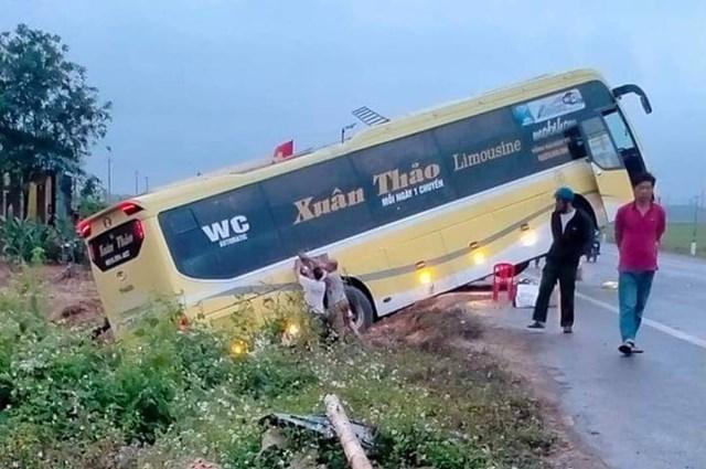 Hiện trường vụ tai nạn xảy ra tại huyện Vĩnh Linh khiến bà V. tử vong tại chỗ. Ảnh: V.L.