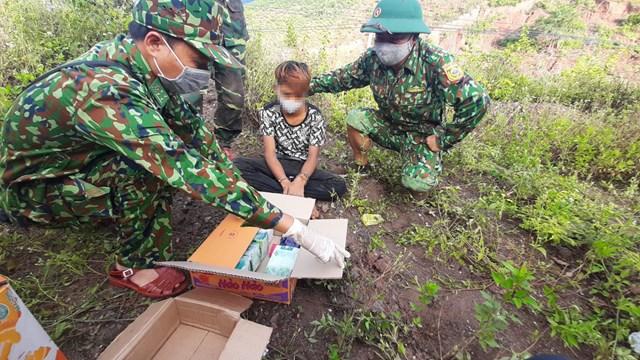 Đối tượng Hồ Văn Quy cùng tang vật vụ án.