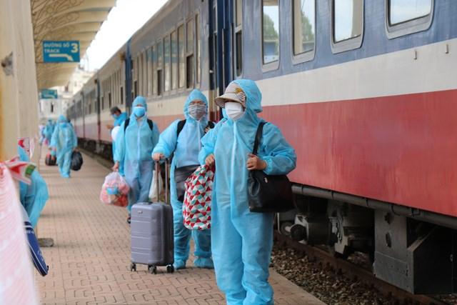 Trong đợt 2 này, có khoảng 370 công dân được trở về quê, trong đó ưu tiên người lớn tuổi, người có bệnh mong muốn về tỉnh Thừa Thiên - Huế để điều trị, phụ nữ có thai và con nhỏ, người dễ bị tổn thương do dịch bệnh.