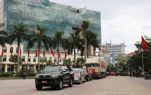 Đoàn xe chở 24 tấn hàng hoá, nhu yếu phẩm lên đường vào TP Hồ Chí Minh.
