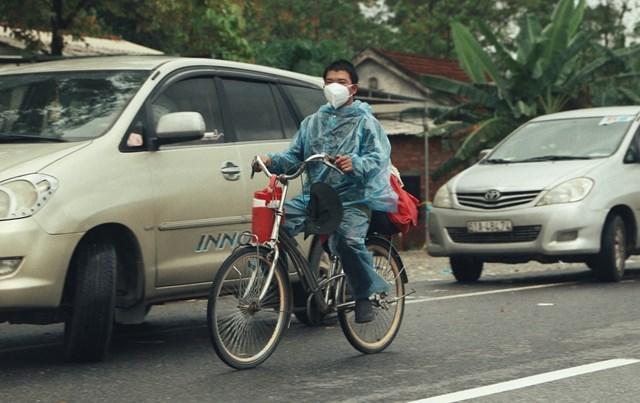 Anh Vần Quán Mao đã di chuyển từ TP HCM về quê bằng xe đạp trong nhiều ngày liền. Ảnh: Bảo Trung.
