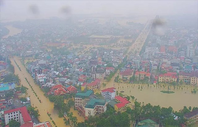[ẢNH] Nước lũ bao phủ tứ phía tại Thừa Thiên - Huế