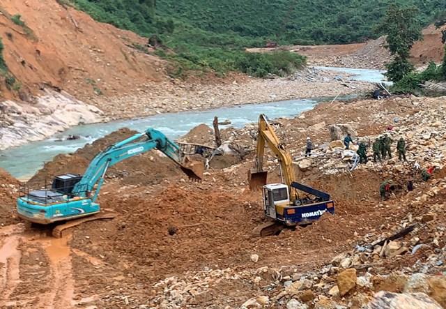 Lực lượng tìm kiếm sẽ tiến hành ngăn đập, nắn dòng sông để tìm kiếm những công nhân mất tích tại Thủy điện Rào Trăng 3 khi thời tiết thuận lợi.