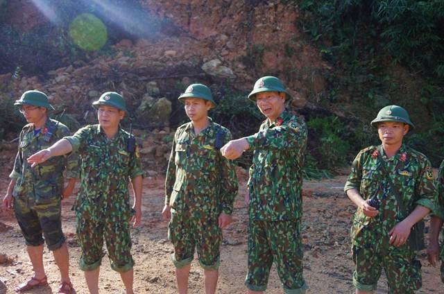 Ngày 21/11, Bộ Chỉ huy quân sự tỉnh Thừa Thiên Huế đã tăng cường lực lượng dân quân huyện Phong Điền vào để cùng với các lực lượng vận chuyến nguyên vật liệu (rọ đá, đá); phương tiện cơ giới (máy ủi, máy múc, máy xúc đào đắp đê quai) để ngăn đập, nắn dòng.