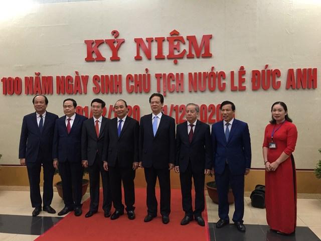 Thủ tướng Nguyễn Xuân Phúc cùng các đại biểu tham dự Lễ kỷ niệm.