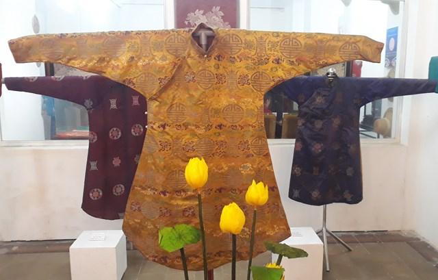 Không gian trưng bày nhằm giới thiệu đến người dân và du khách về tà áo dài truyền thống; các hoạt động thao diễn nghề may áo dài truyền thống.