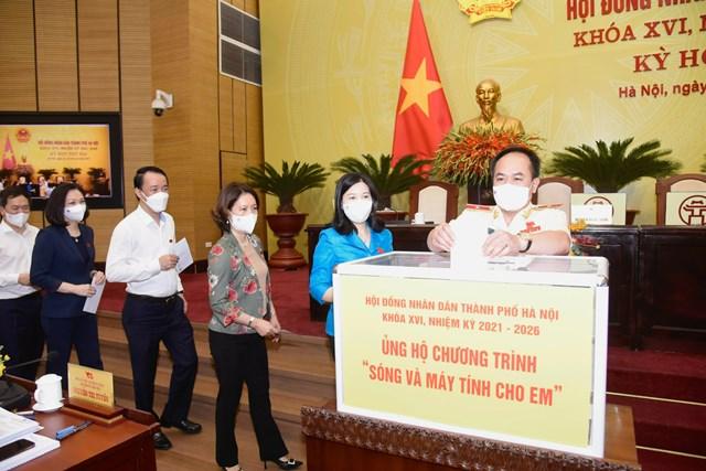 HĐND TP Hà Nội quyên góp hơn 114 triệu đồng ủng hộ chương trình 'Sóng và máy tính cho em'