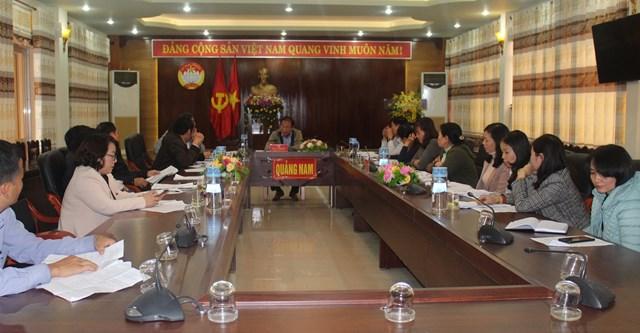 Quang cảnh buổi họp Ban cứu trợ tỉnh.