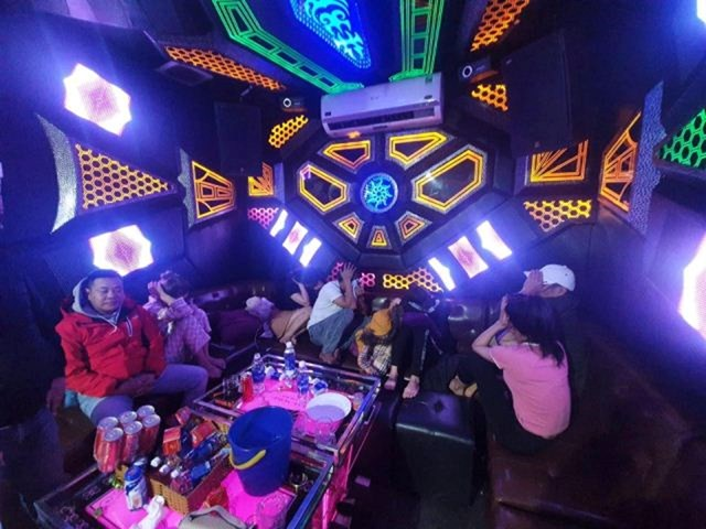 Các đối tượng tại cơ sở kinh doanh Karaoke Noke.