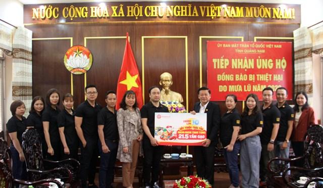 Mặt trận tỉnh Quảng Nam tiếp nhận 21,5 tấn gạo hỗ trợ đồng bào bị thiên tai.