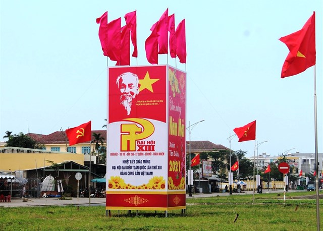 Pano trên tuyến đường Điện Biên Phủ chào mừng Đại hội lần thứ XIII của Đảng.