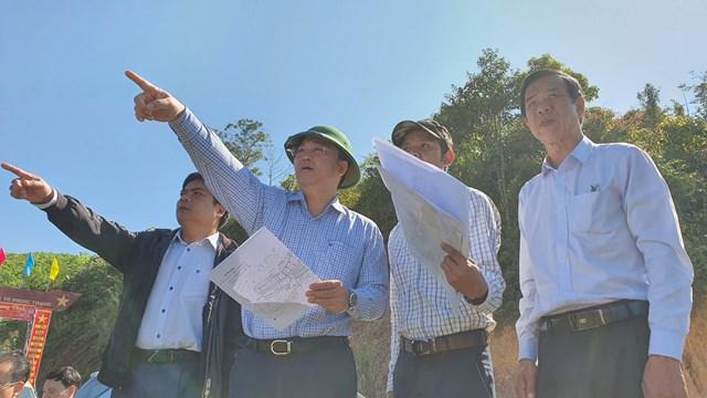 Chủ tịch UBND tỉnh Quảng Nam khảo sát các vị trí bố trí tái định cư.