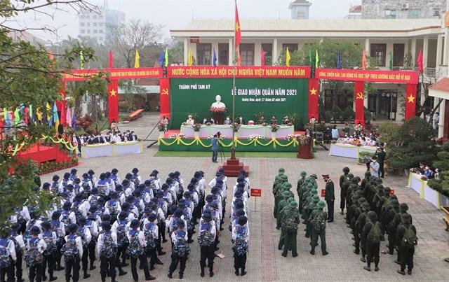 Quang cảnh Lễ giao quân ở TP Tam Kỳ.