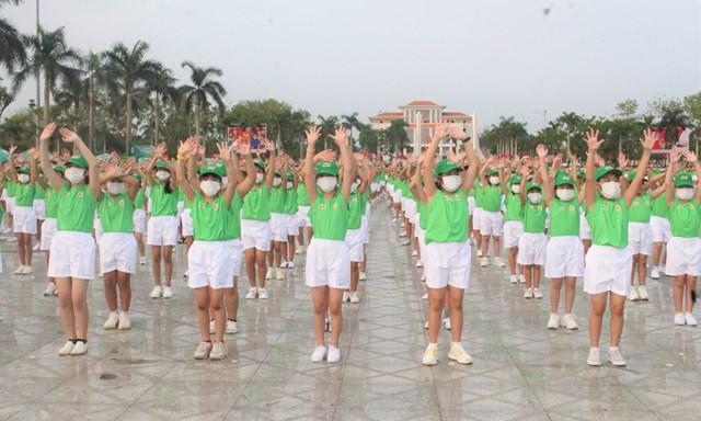 Màn đồng diễn của 2.000 học sinh tiểu học TP Tam Kỳ.