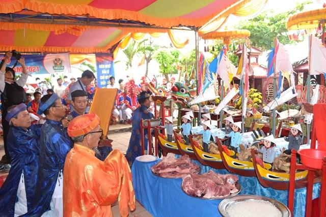 Nghi thức Lễ KLTL Hoàng Sa tại Đình làng An Vĩnh.