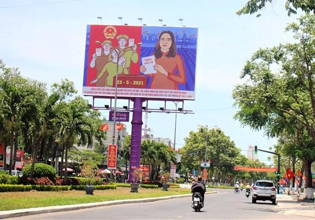 Pa nô tuyên truyền bầu cử cở lớn được lắp đặt trục đường chính TP Tam Kỳ.
