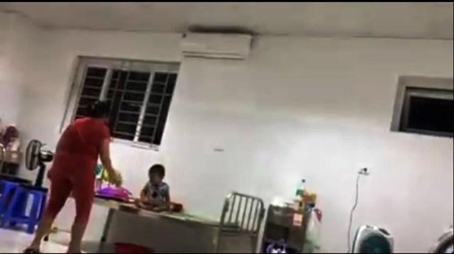Bà L. đánh cháu T. ở Bệnh viện Sản - Nhi Quảng Nam.