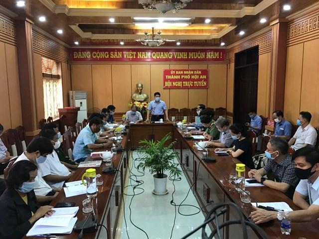 Quang cảnh họp phòng, chống dịch Covid-19 ở TP Hội An. Ảnh CTV.