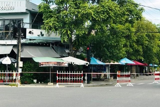 Phong tỏa quán cà phê có người mắc Covid-19 TP Hội An. (Ảnh CTV)