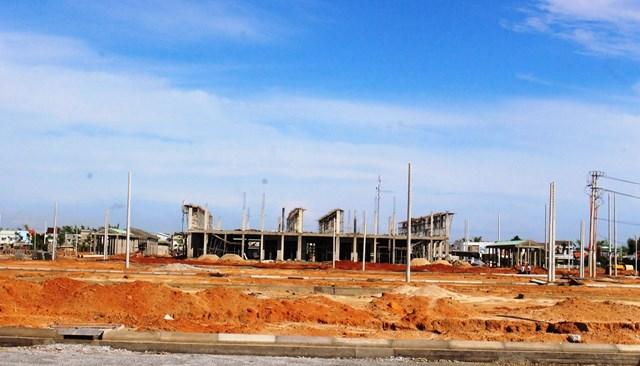 Dự án Khu phố chợ ở cánh đồng xã Tam Đàn đang được thi công.