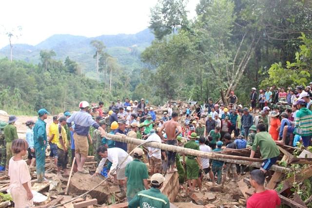 Lực lượng chức năng đang khẩn trương tìm kiếm nạn nhân mất tích.