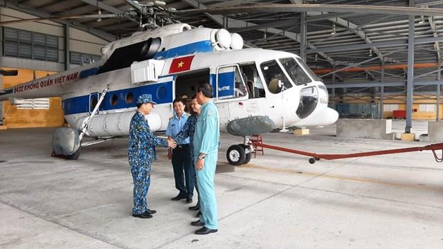 Máy bay trực thăng được Quân đội triển khai để thực hiện nhiệm vụ tiếp tế lương thực.