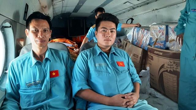 [ẢNH] Trực thăng tiếp tế cho 3.000 người bị cô lập ở Phước Sơn - Ảnh 1
