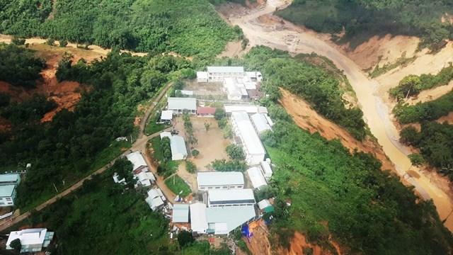 [ẢNH] Trực thăng tiếp tế cho 3.000 người bị cô lập ở Phước Sơn - Ảnh 2
