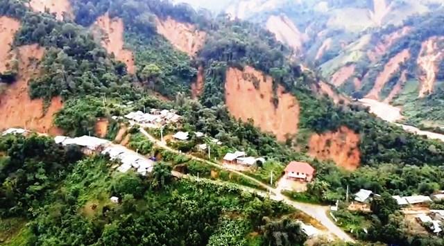 Cảnh sạt lở ở xã Phước Lộc.