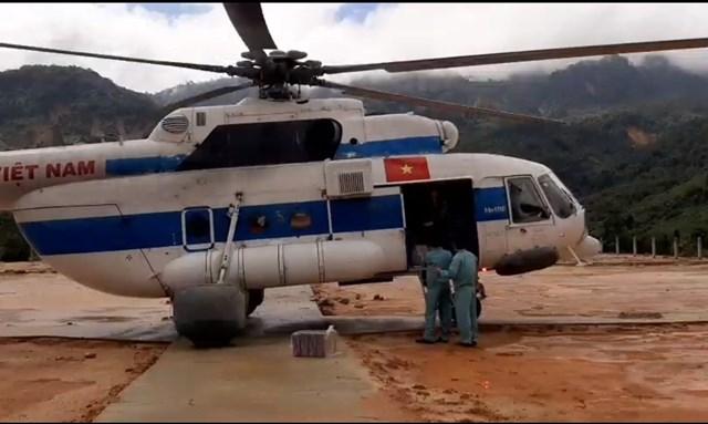 Máy bay trực thăng hạ cánh an toàn sau khi làm nhiệm vụ.