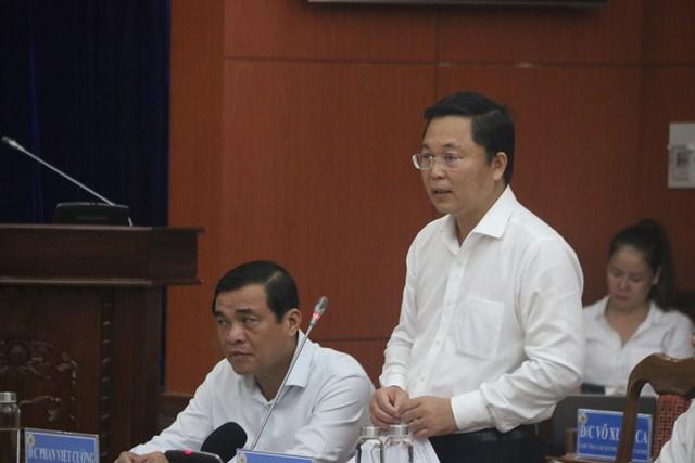 Ông Lê Trí Thanh, Chủ tịch UBND tỉnh Quảng Nam báo cáo với Thủ tướng về thiệt hại do cơn bão số 9.