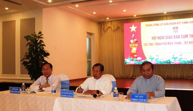 Các vị chủ trì Hội nghị giao ban Cụm thi đua UBĐKCG miền Trung - Tây Nguyên năm 2020.