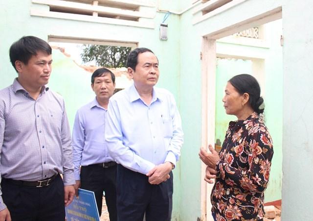 Chủ tịch Trần Thanh Mẫn chia sẻ những thiệt hại của bà con.