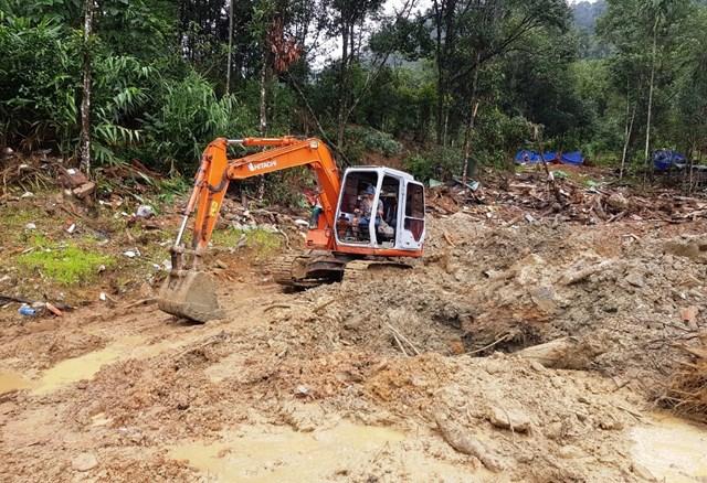 Việc tìm kiếm nạn nhân mất tích ở Trà Leng tạm dừng do mưa lớn.